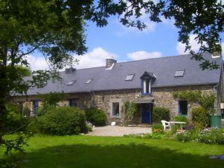 "Le Boterff - ""Chevrefeuille"" - Spacious, comfortable holiday gite to sleep up 5, Saint-Mayeux"