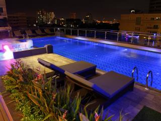 Great 2 Br Suite Downtown Bangkok