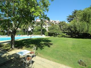 Estoril Living: Studio apartment in luxury condo