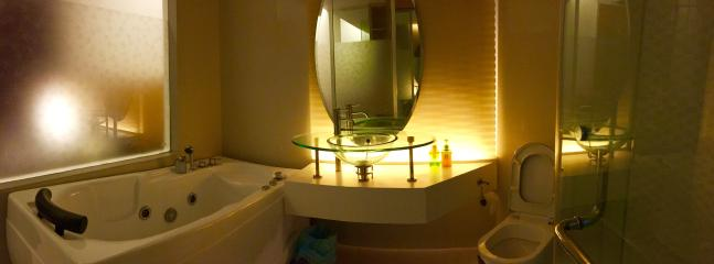 An overview of the awesome Bathroom with Private Jacuzzi!