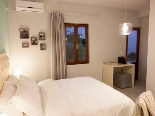 Shalom Luxury Rooms, Deluxe III, Chania Town