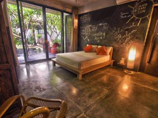 Modern Petitenget villa less than 5mn to the beach, Seminyak