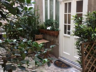 Romantic studio in Montmartre / Paris