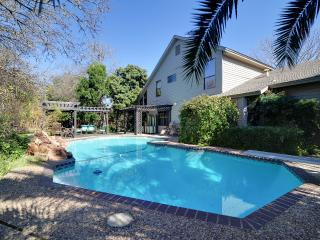 Botanical Paradise w/ Private POOL/HOT TUB/Nature! 4mi to SIX FLAGS/LaCantera!