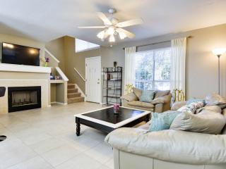 Living room (with mounted flatscreen TV).