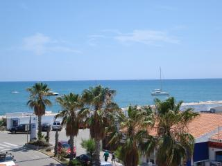 Wonderful Marina Beach apartment with free WIFI, Sitges