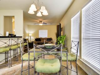 Downtown Gem 1 BLK from AlamoDome! Near Riverwalk/Alamo/Pearl District/Conv Ctr
