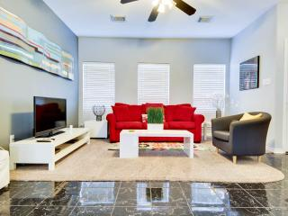 Modern Downtown Gem 3 Blocks from AlamoDome/1 mi to RIVERWALK/Minutes to Pearl