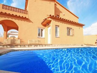 Costabravaforrent Lladó, house up to 8, pool, BBQ, L'Escala