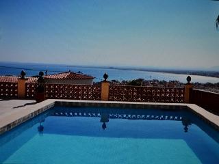 Rosas Villa con hermosas vistas al mar y piscina, Roses