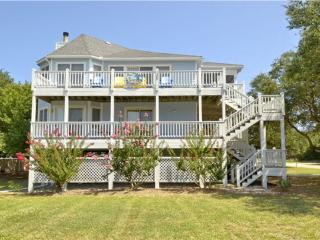 A Perfect Spot! Walk to Beach and Duck. Pools and Tennis. Private Beach Access.