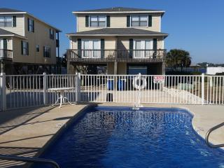 """Fun In The Sun"".  Rates Reduced 50% Till 15 May!  Pool!  Beach!  Pier!, Gulf Shores"