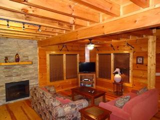 Luxury 3bd/3ba: Wifi, hot tub, jaczzi baths, grill, Sevierville