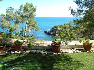 Villa illot, L'Ametlla de Mar