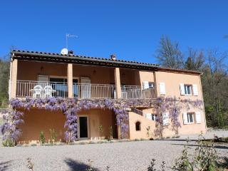 Les Acacias, stylish garden apartment, with pool, parking, terraces and views