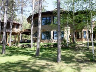 LAKE SIDE LUXURY 2 BEDROOM AT TREE HOUSE INN