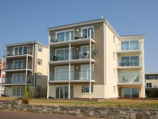 Latitude West, Luxury Apartment, Direct Sea Views, Bournemouth