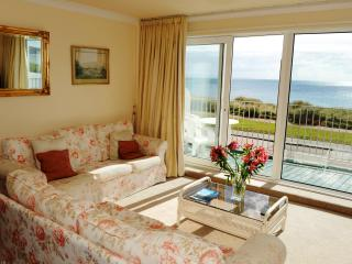 Townhouse RIGHT ON Pwllheli Beach!