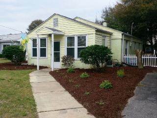 Adorable Beach Cottage On Isle Of Palms, Isle of Palms
