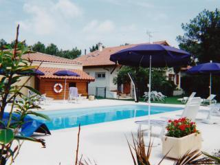 Apt 3* piscine, balcon, jardin privé à 300m plage, Vieux-Boucau-les-Bains