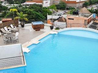 MODERN 2 BEDROOMS CONDO WITH ROOFTOP SWIMMING POOL, Playa del Carmen