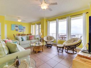 Oceanfront views, beach access, shared pools, hot tub & more!, Panama City Beach
