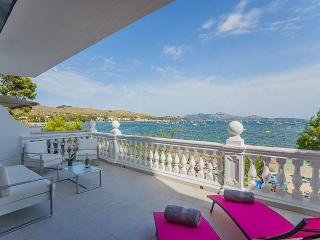 Dream seafront apartment in the pinewalk, Port de Pollença