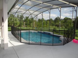Stunning Large 5 bed pool home sleeps 10