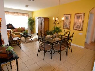 Fantastic location 3 bed Condo close to Disney, Orlando