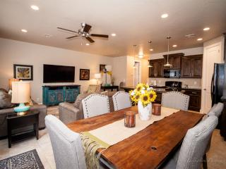 South Beach Villa! SPECIAL FEB. PRICE $139/night! St. George by Zion, sleeps 10., Zion National Park