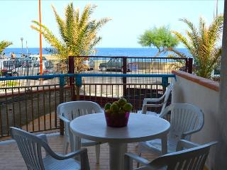 Albe di mare - apartment in front of the beach, Santa Teresa di Riva