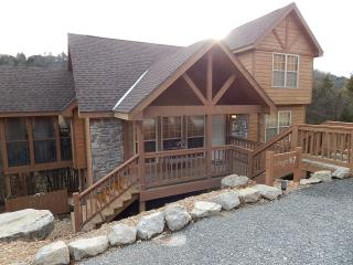 Christmas Cabin in StoneBridge! Come stay at our Rustic Cabin w/ Custom BBQ Area