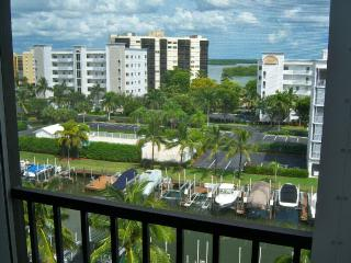 Top Floor on the Canal * Walk to the Beach, Fort Myers Beach