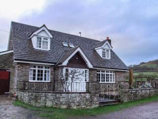 CHURCH FARM, detached, farm location, views, enclosed garden in Hay-on-Wye Ref 932819