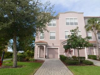 This luxury end-of-row 3 bedroom, 3.5-bathroom, Orlando