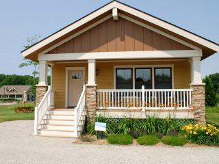 Pet-friendly Wildflower Cottage-close to the beach, South Haven