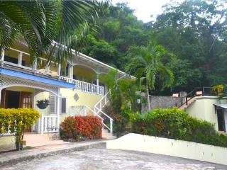 Aqua Apartment Upper - Bequia, Belmont