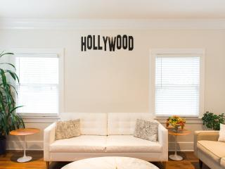 Large two bedroom apartment in Hollywood!!!, Los Ángeles