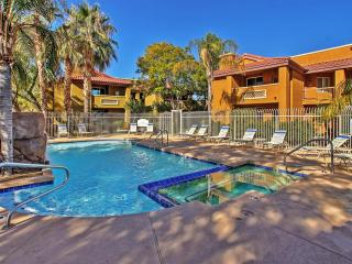 Invigorating 2BR Phoenix Condo w/Wifi, Pool/Hot Tub Access, Private Patio & Calming Views - Convenient Proximity to Hiking, Golf, Shopping, Dining, Sports Venues & Major Attractions!, Cave Creek