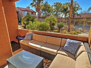 Phoenix Condo w/Pool Access - Near Baseball & Golf