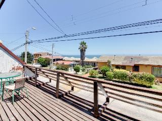 Cozy & inviting bungalow with ocean views & lovely terrace!, Concon