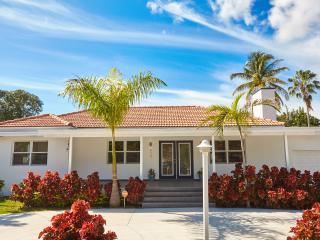 4/4, Brickell Modern Home, Miami