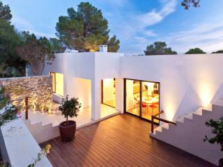 Stylish Luxury Villa at Fashionable Cala Jondal, Es Cubells