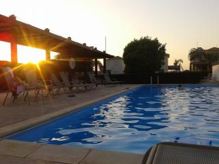 Sunset Garden Villa Faros Beach, Pervolia