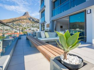 Breath taking sea and mountain views in Sea Point, Cape Town Central