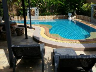 Huge, comfortable 4 bed pool villa in East Pattaya