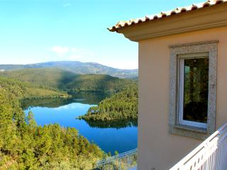 Fabulous Lake Houses in a Natural Park, Pedrogao Pequeno