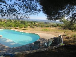 Hill top villa with private pool; beautiful views, Ginestas