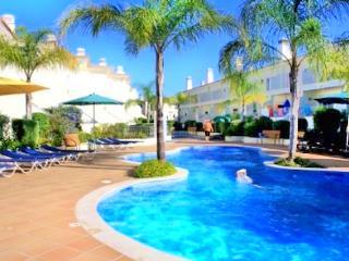 3 Bedroom, Luxury Holiday Villa Fonte Verde w/Pool View, Boliqueime Vilamoura