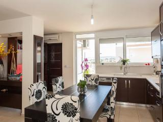 Kalamaki Luxury Apartment, 500m From The Beach, Stalos